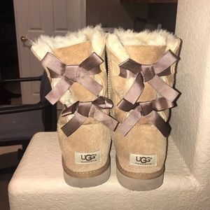 Uggs- bailey bow brown short